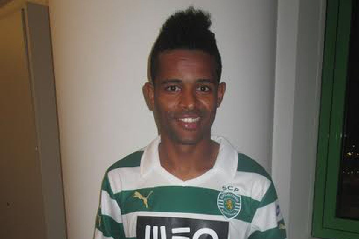 Heldon on the day he signed with Sporting CP