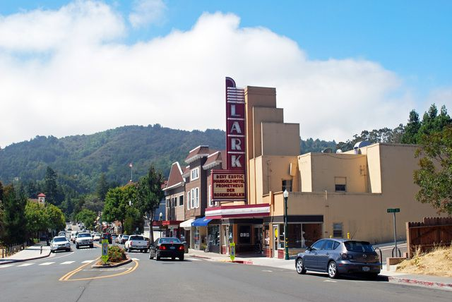 Art Deco exterior of Lark Theater