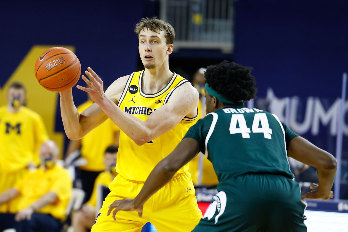 Michigan Wolverines guard Franz Wagner (21) passes the ball in front of Michigan State Spartans forward Gabe Brown (44) in the first half at Crisler Center.