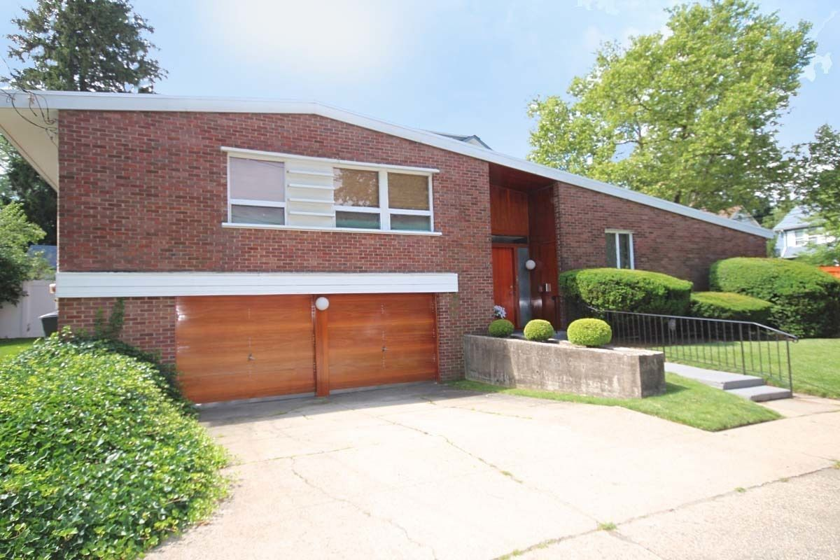 For under 1m a groovy midcentury staten island split Types of split level homes