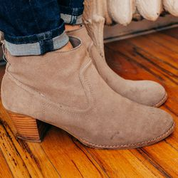 <b>What is your worst shopping habit?</b><br>Buying shoes that are too small for me because they make my feet look smaller. <br><br> <b>Which trend do you really like, and which would you never be caught dead trying?</b><br>Big fan of the Canadian Tuxed