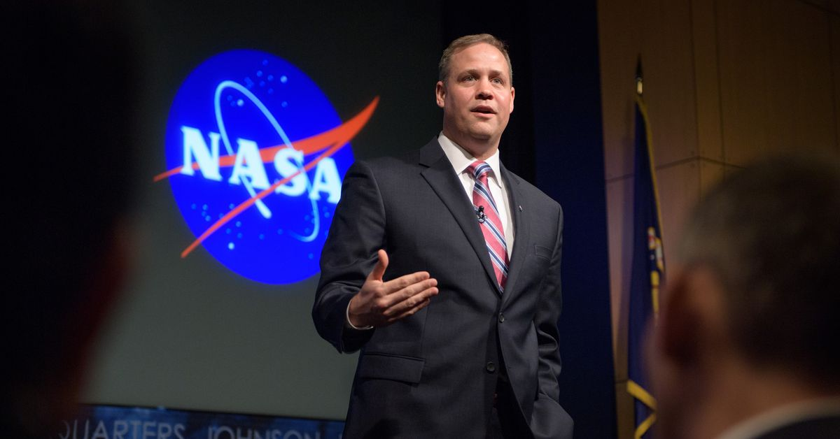 As parting message, Jim Bridenstine leaves Artemis program 'in good shape' for Biden's NASA
