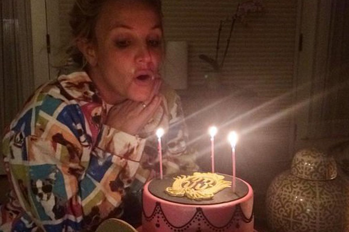 Britney Spears Rang In Her 33rd Birthday With Epic Doggie Pajamas