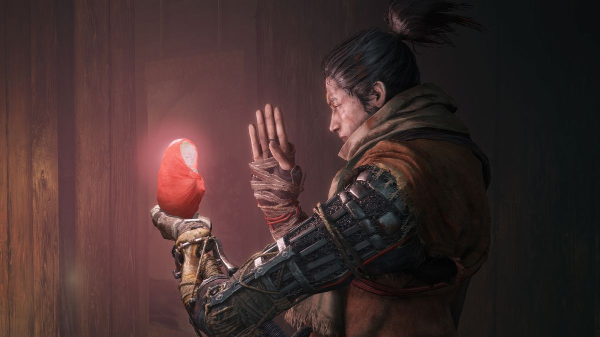 Sekiro prays to a small buddha statue in a screenshot from Sekiro: Shadows Die Twice.
