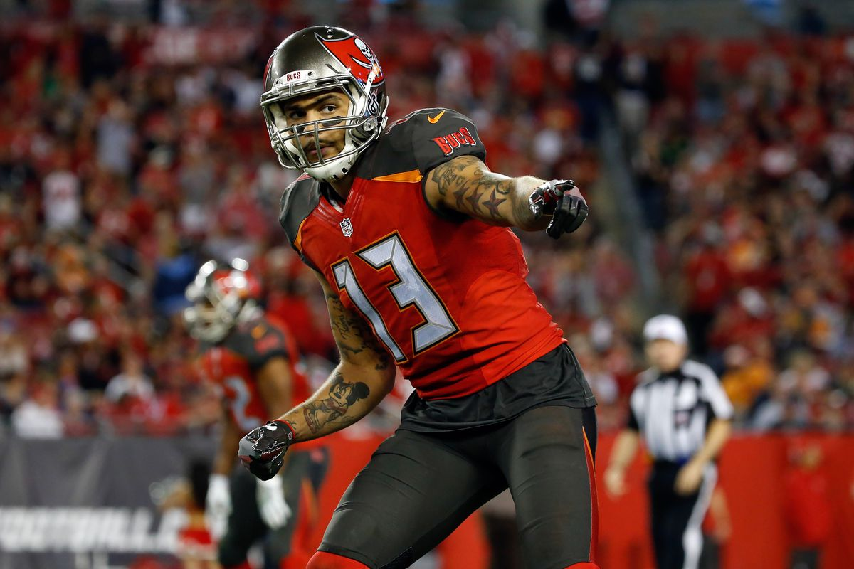 Tampa Bay Buccaneers wide receiver Mike Evans points against the New Orleans Saints during the second half at Raymond James Stadium. Tampa Bay Buccaneers defeated the New Orleans Saints 16-11.