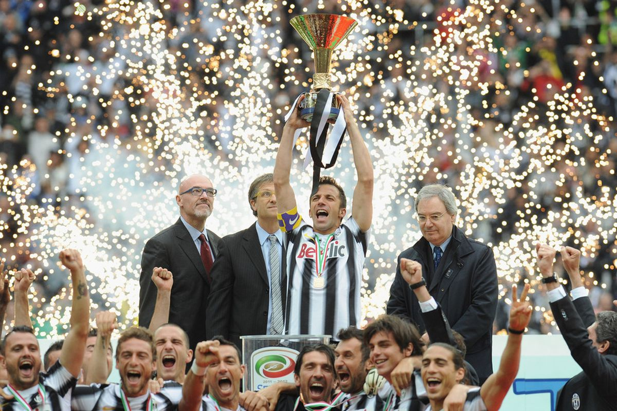 TURIN, ITALY - MAY 13:  Alessandro Del Piero of Juventus FC celebrates with the Serie A trophy after the Serie A match between Juventus FC and Atalanta BC at Juventus Stadium on May 13, 2012 in Turin, Italy.  (Photo by Valerio Pennicino/Getty Images)