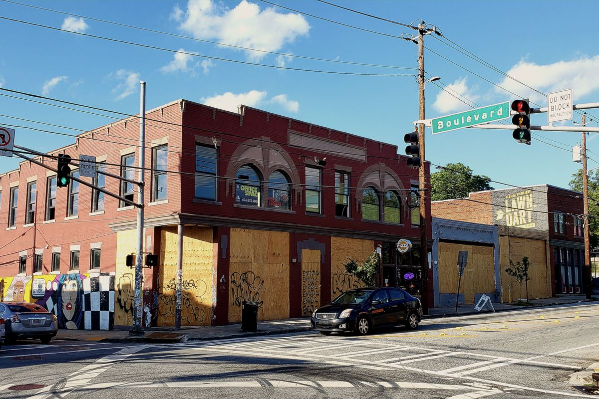 Where Edgewood Avenue meets Boulevard, plywood indicates where an expansion of an existing pizza restaurant and a new bar are underway, as seen in photos.
