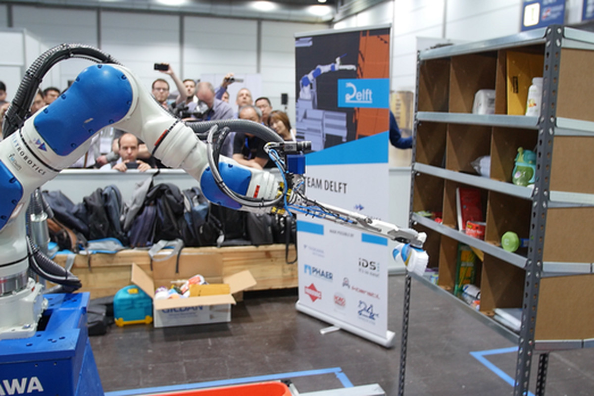 Amazon S Latest Robot Champion Uses Deep Learning To Stock Shelves