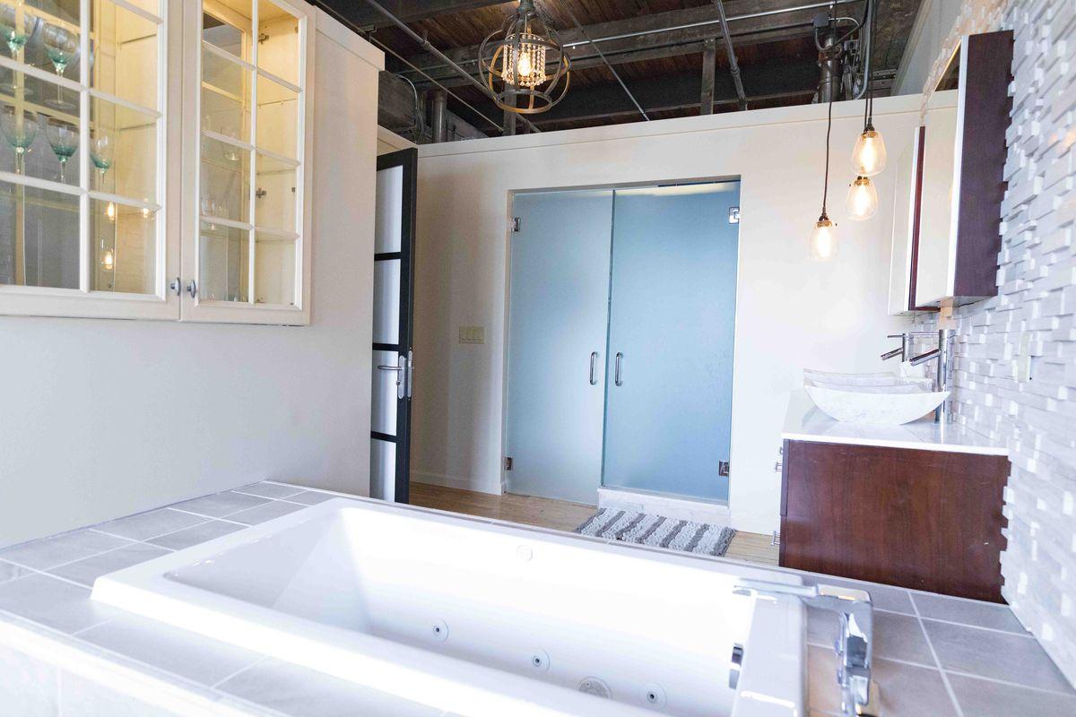 Enchanting Small Bathrooms With Tubs Sketch - Bathtub Design Ideas ...