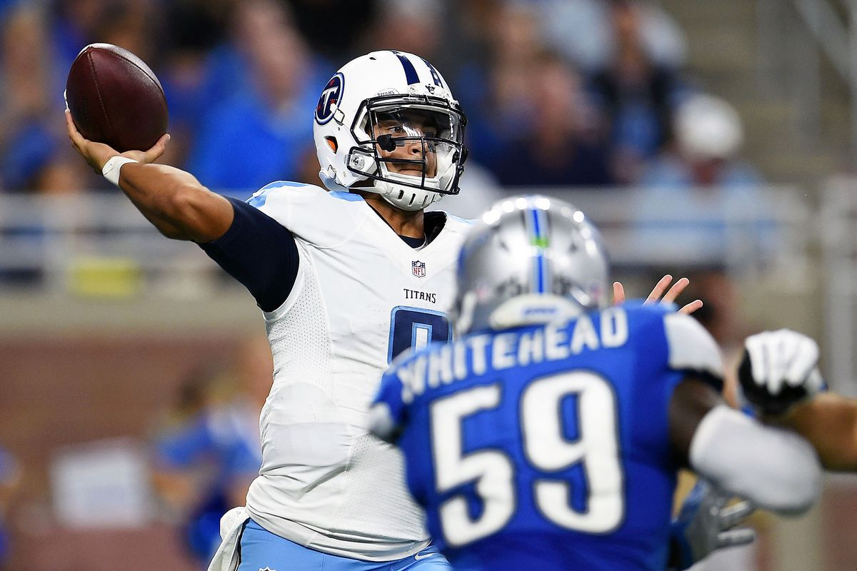 Marcus Mariota throws a pass during a Tennessee Titans game