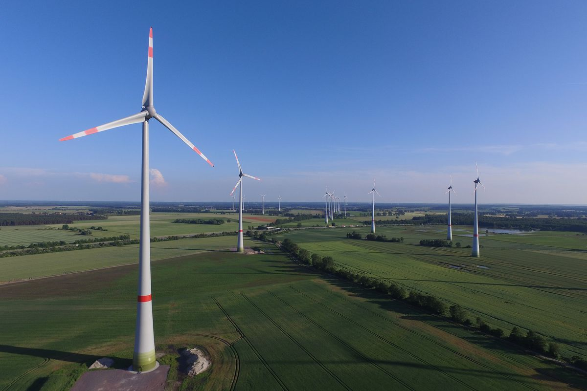 jeff bezos christened amazon s largest wind farm while 300 feet in