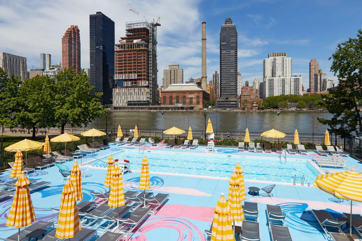 Colorful Pop Up Pools Return To Brooklyn Bridge Park Roosevelt Island Curbed Ny