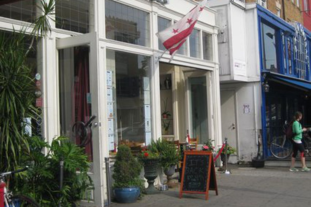 "Image of The Diner courtesy <a href=""http://www.yelp.com/biz_photos/KhQtUmA1DIpD1H1d2slV0Q?select=WV3oPqIIB-Niur5nBn4pZQ"">pg via Yelp</a>"