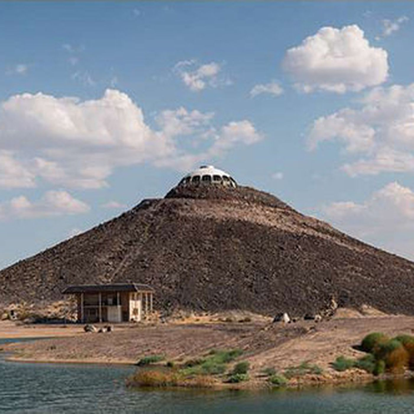 Peachy Huell Howsers Volcano Top Saucer House In The Mojave Desert Download Free Architecture Designs Xerocsunscenecom