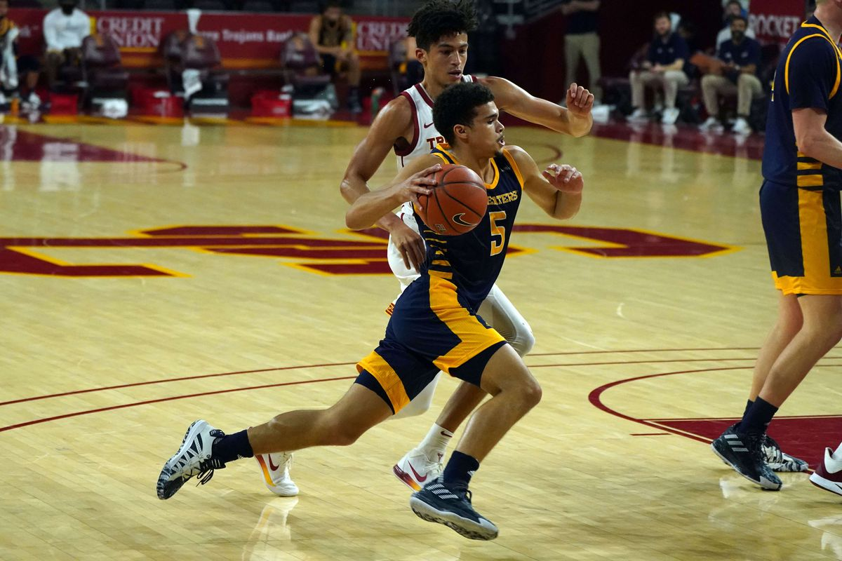 UC Irvine Anteaters guard Isaiah Lee dribbles the ball in the first half against the Southern California Trojans at Galen Center.
