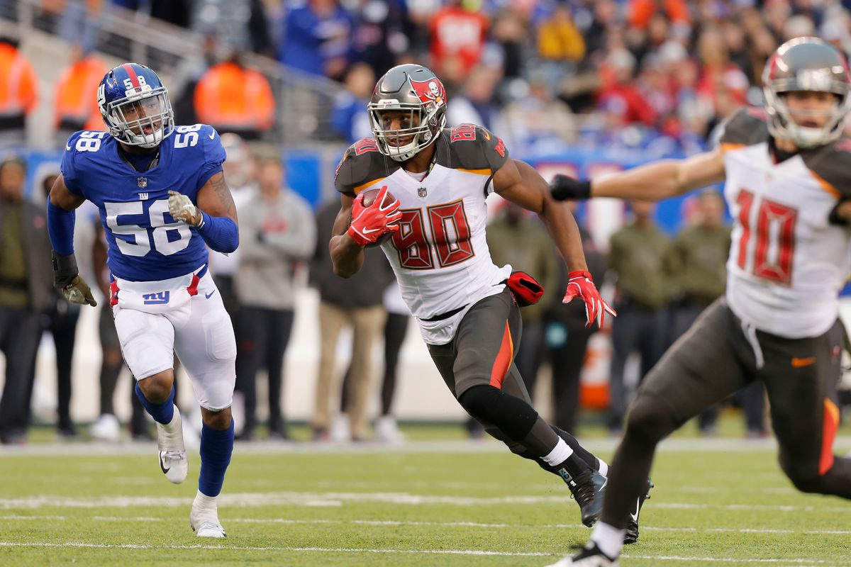 Tight end O.J. Howard of the Tampa Bay Buccaneers runs with the ball after a catch against the New York Giants on November 18, 2018 at MetLife Stadium in East Rutherford, New Jersey.