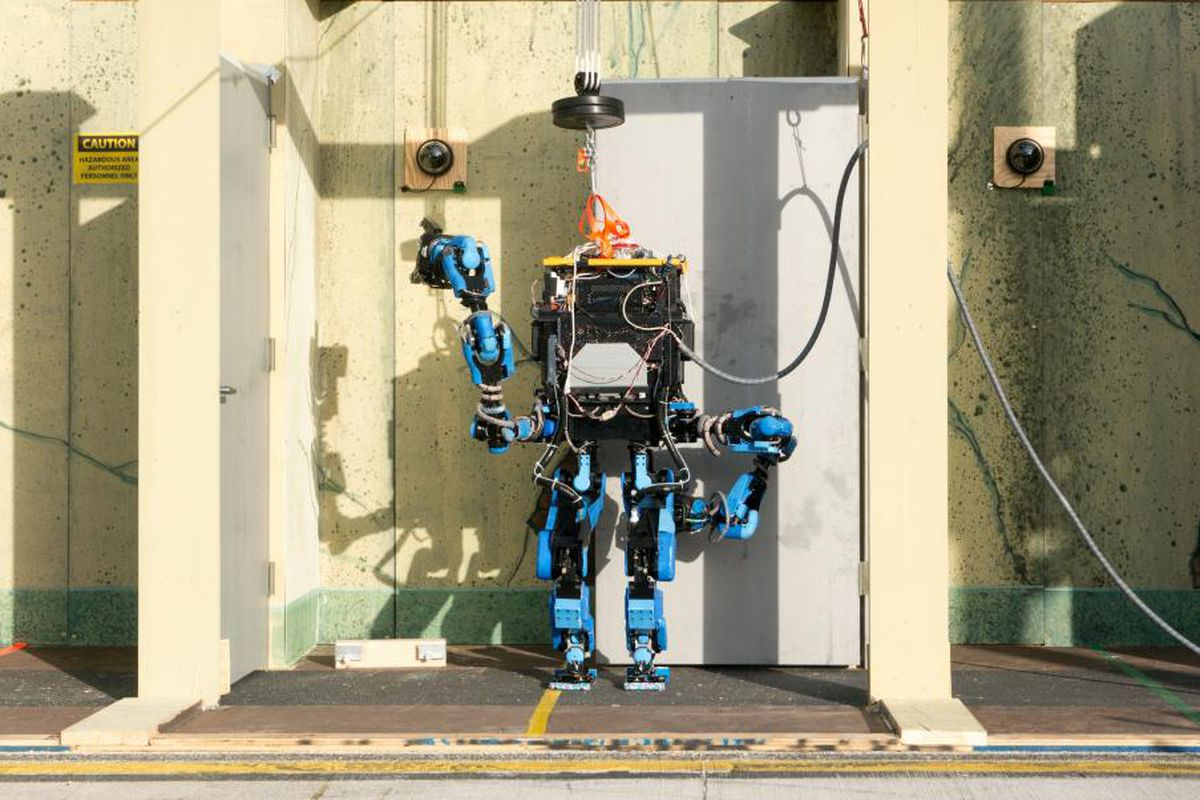 Google shuts down bipedal robot team Schaft - The Verge