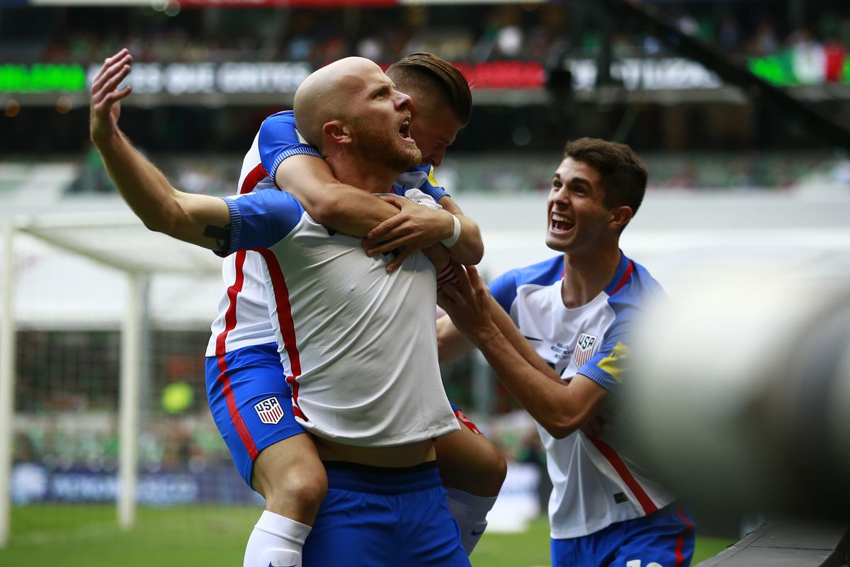 MEXICO CITY, MEXICO - JUNE 11: Michael Bradley of US celebrates with teammates after scoring the first goal of his team during the match between Mexico and The United States as part of the FIFA 2018 World Cup Qualifiers at Azteca Stadium on June 11, 2017 in Mexico City, Mexico. (Photo by Miguel Tovar/LatinContent/Getty Images)