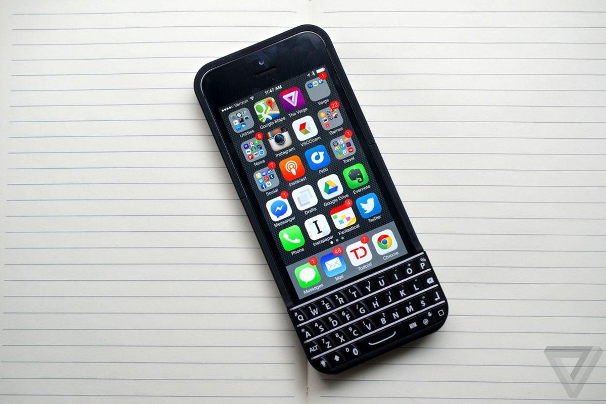 hot sales 6acdb d000e BlackBerry kills Ryan Seacrest's iPhone keyboard - The Verge