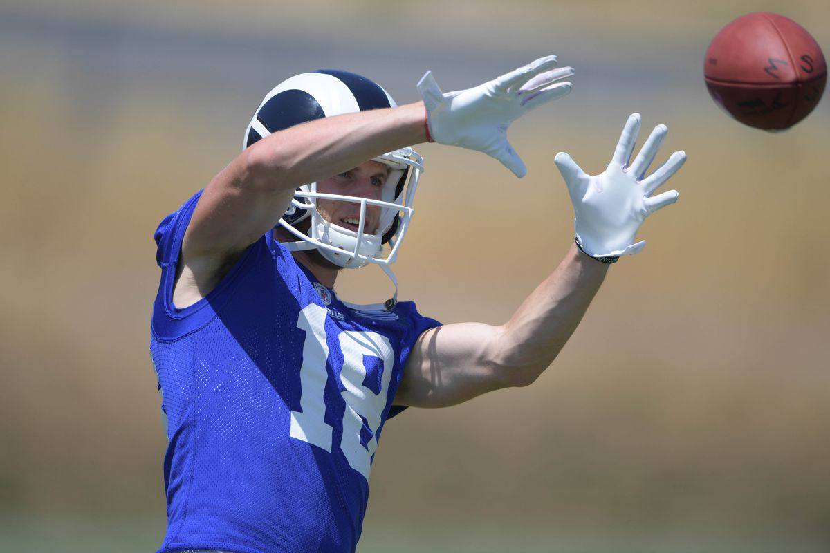 Los Angeles Rams WR Cooper Kupp catches a pass during organized team activities, June 5, 2017.