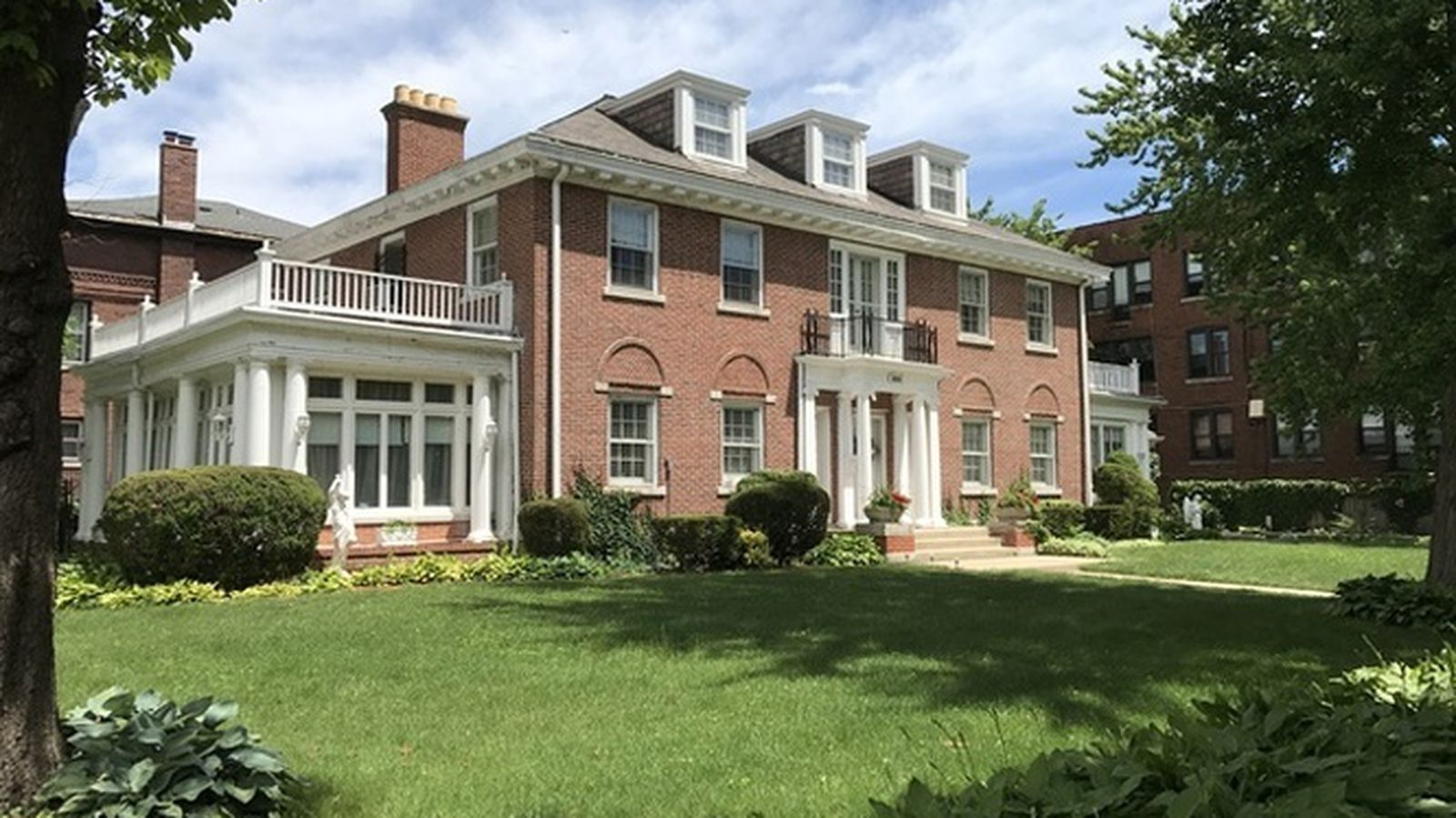 Stately south shore mansion can be had for 650k curbed for Mansions for sale in chicago