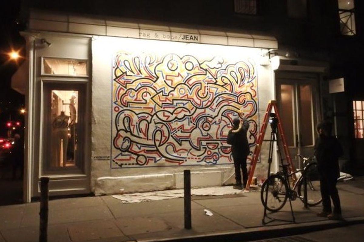 "Image via <a href=""http://www.boweryboogie.com/2014/01/korean-artist-yoon-hyup-paints-newest-mural-rag-bone/"">Bowery Boogie</a>"