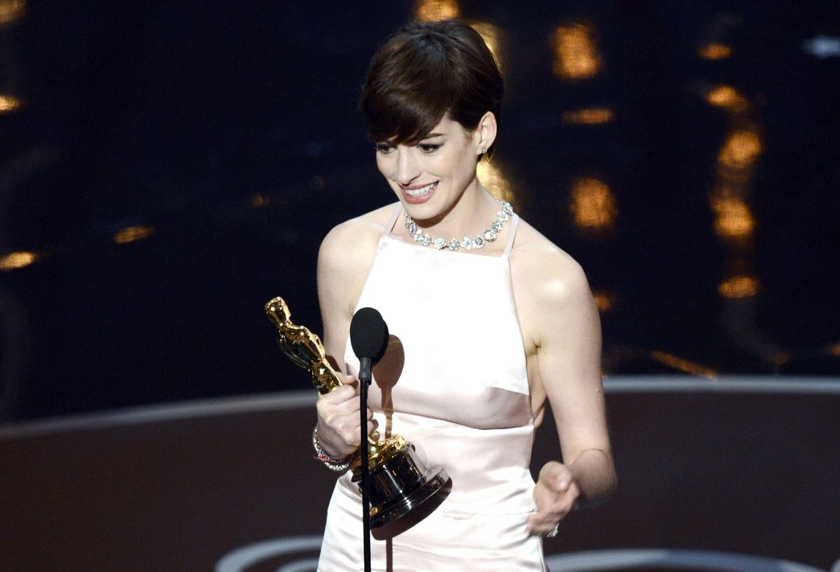 Anne Hathaway in Prada at the 2013 Oscars, where she won the Best Supporting Actress trophy for her role in Les Misérables.