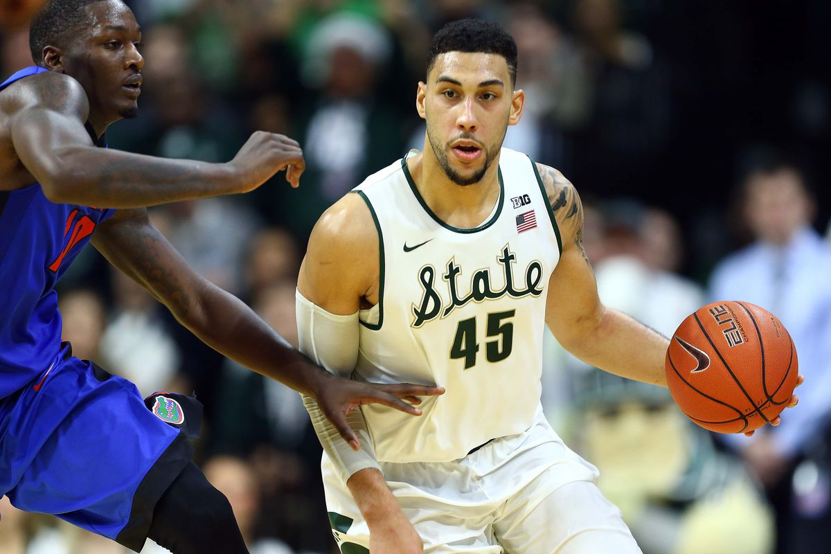 new concept 8662c 5166b Michigan State star Denzel Valentine out 2-3 weeks with knee ...