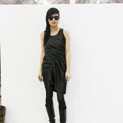 Asymmetrical and black, from the hair to the dress.