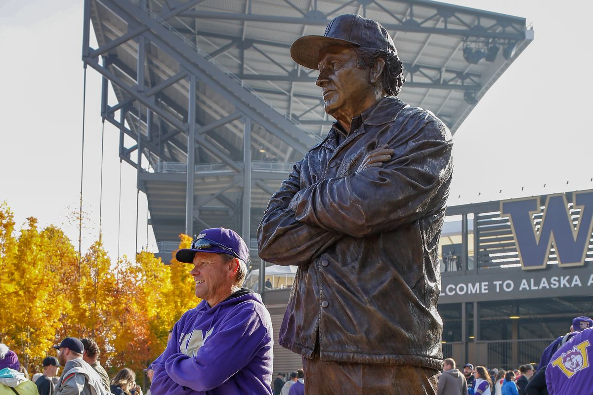 university of washington agrees to 10 year 120m deal with adidas