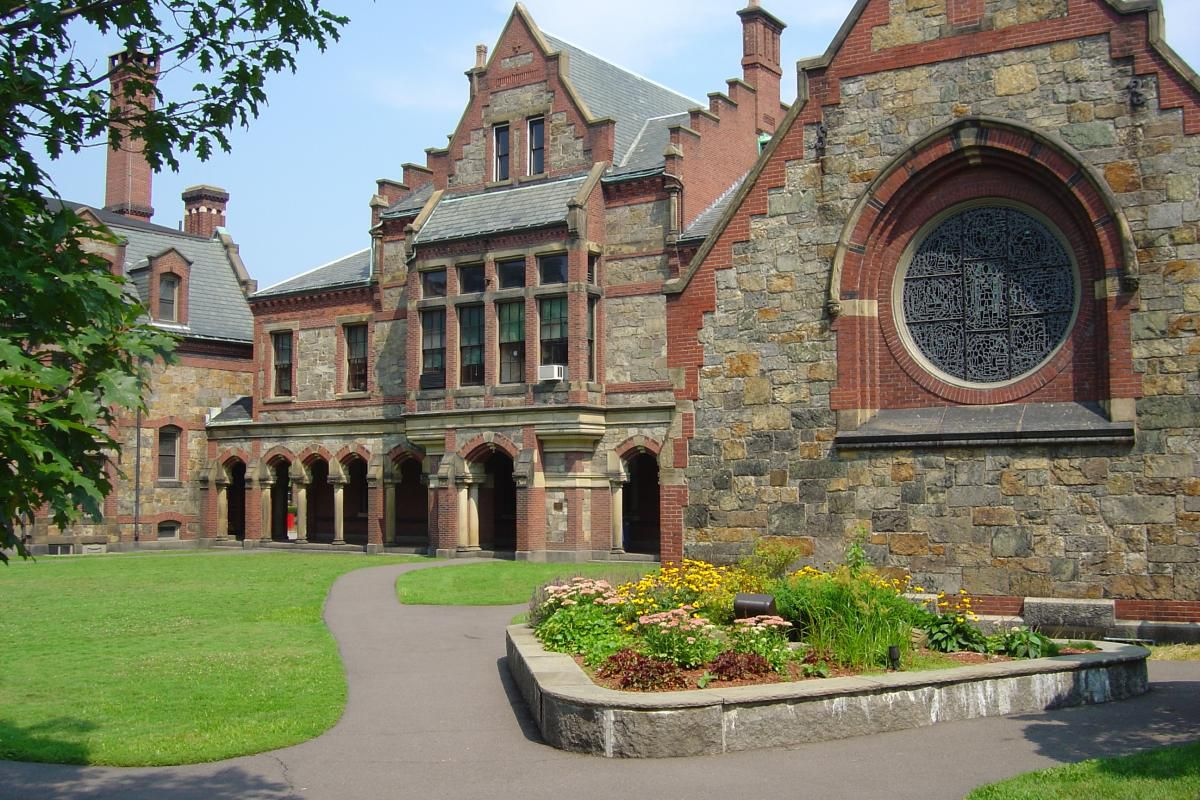 Episcopal Divinity Schools Harvard Square Sale Hits A Serious Snag Updated