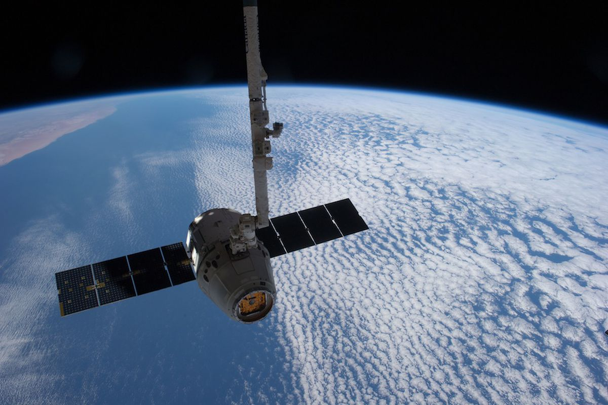 NASA says SpaceX Dragon is safe to dock with the ...