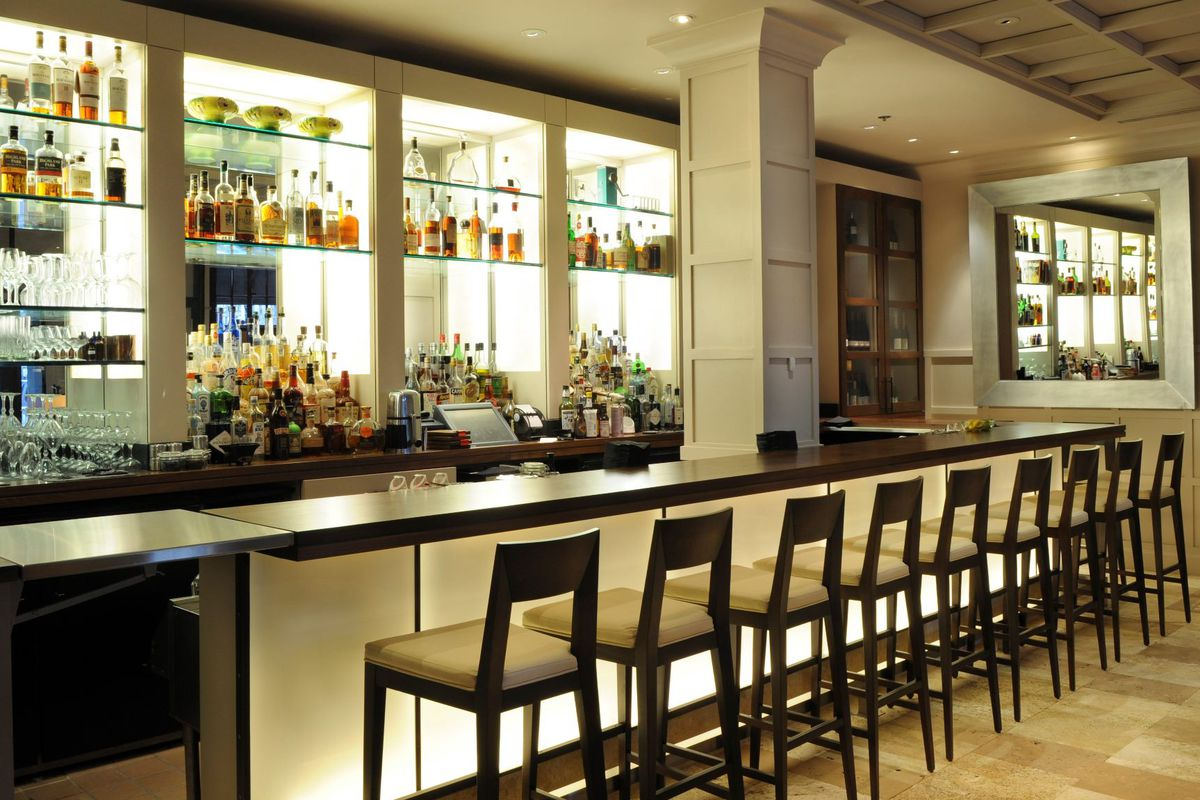 The television-free bar at Clio