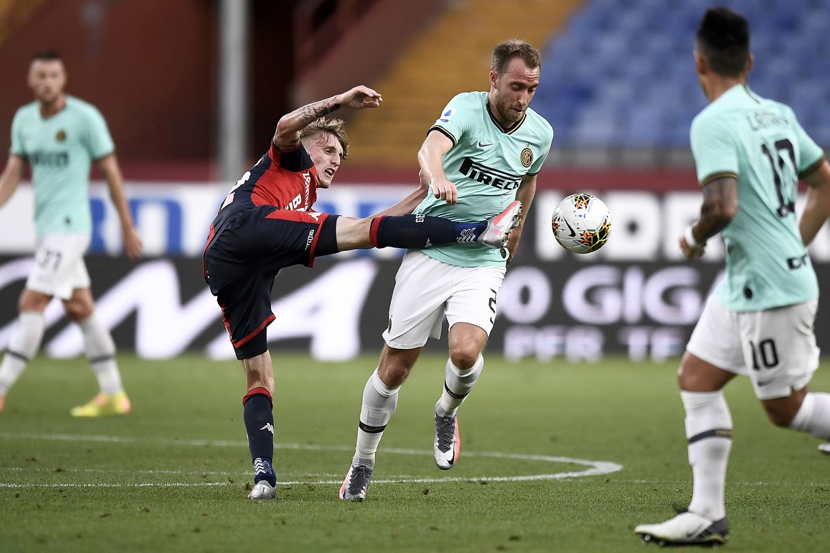 Nicolo Rovella (L) of Genoa CFC competes for the ball with...