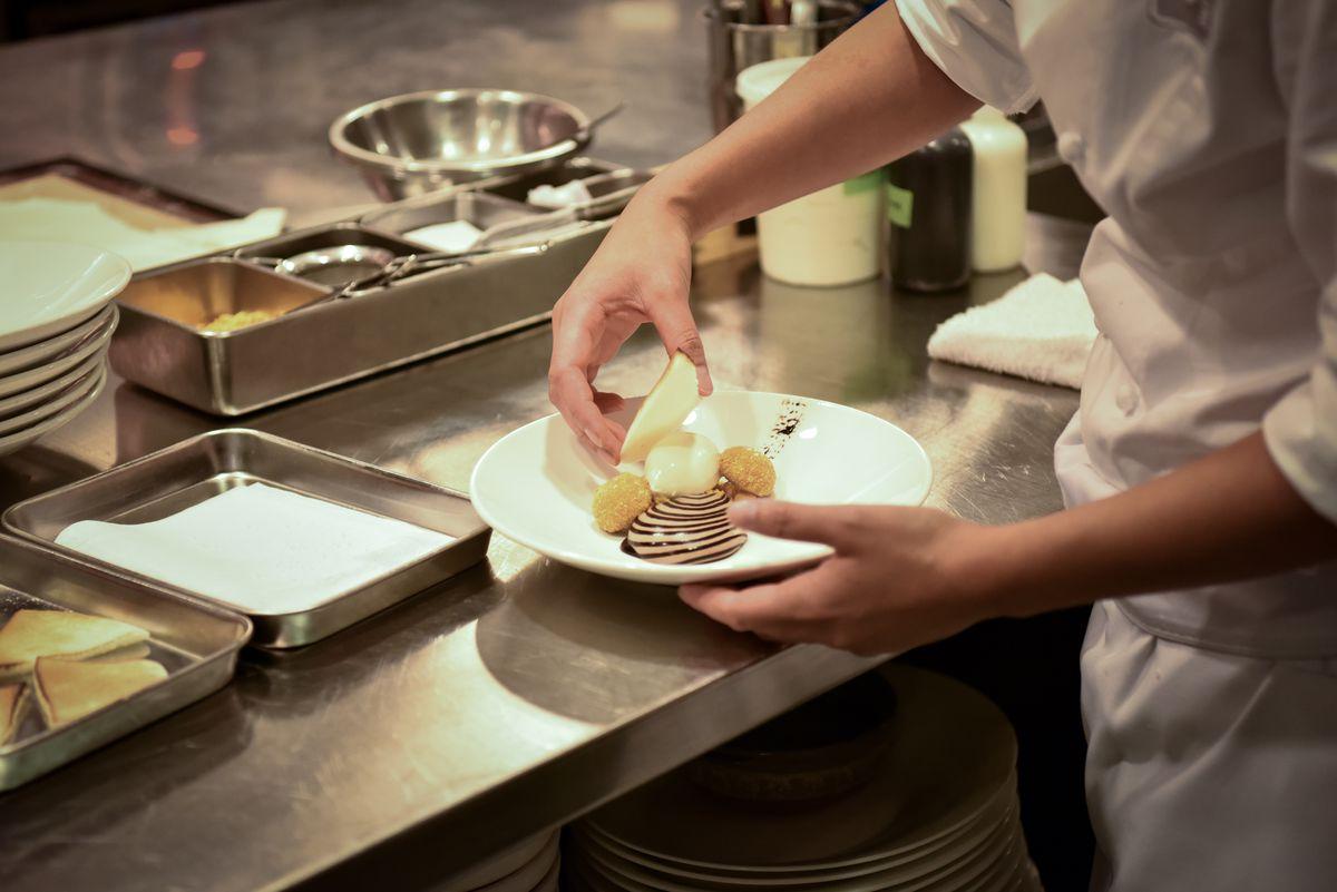Placing the meringue