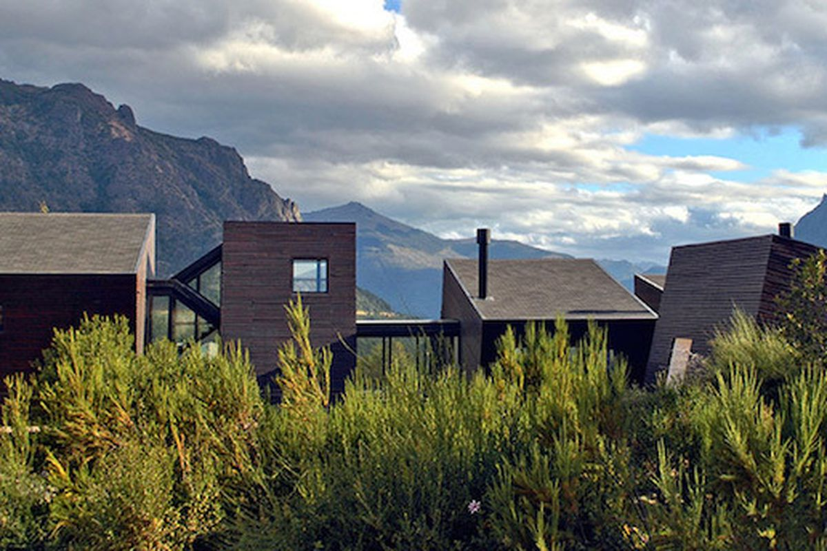 """All images by Alric Galindez via <a href=""""http://www.designboom.com/architecture/alric-galindez-architects-md-house-patagonia-05-27-2015/"""">Designboom</a>"""