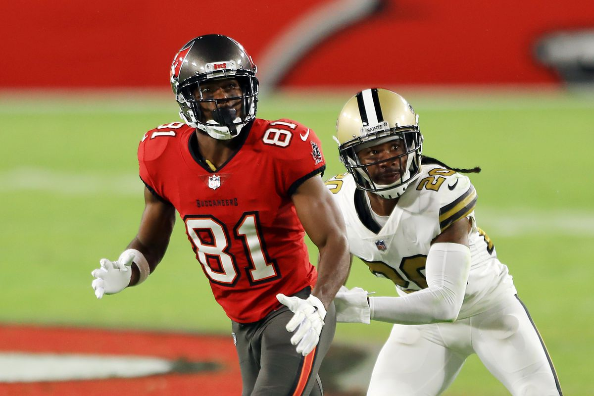 Antonio Brown #81 of the Tampa Bay Buccaneers runs a route against Janoris Jenkins #20 of the New Orleans Saints during the first half at Raymond James Stadium on November 08, 2020 in Tampa, Florida.