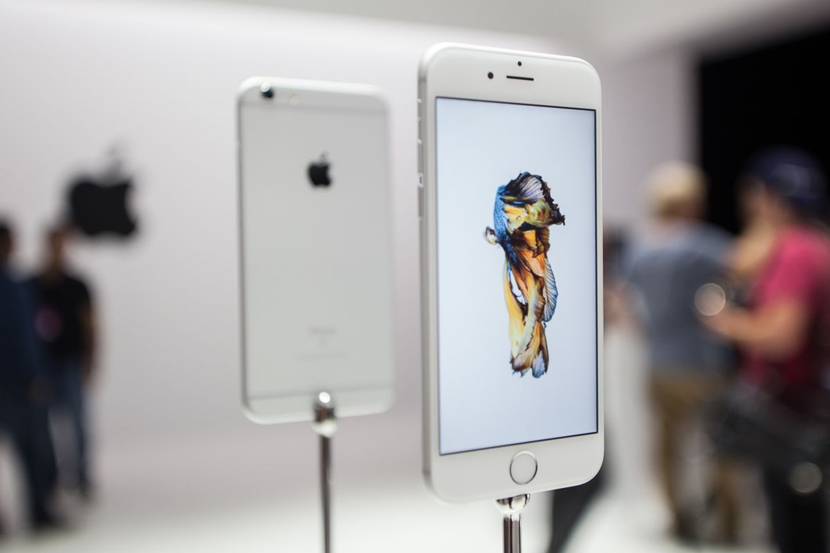 iPhone 6s: Hot? Not? Apple Investors Await Hints of a Merry ...