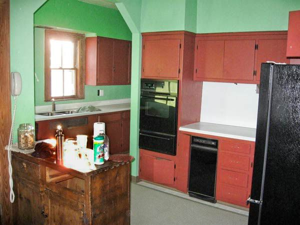 A Kitchen With Period Flair, Plus a Layout That Works ...