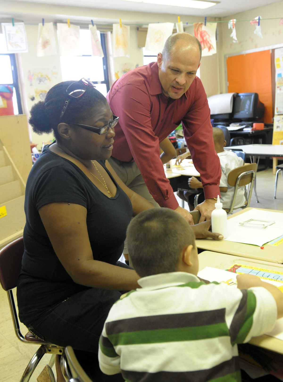 On his first day of work, Mulgrew visited teacher Carla Greene at P.S. 329 in Brooklyn. (Courtesy of Miller Photography/UFT)