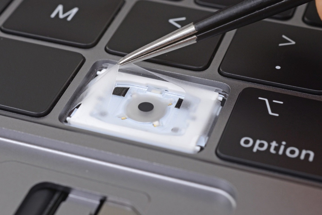 apple s redesigned macbook pro keyboard uses new method for repelling dust reports ifixit