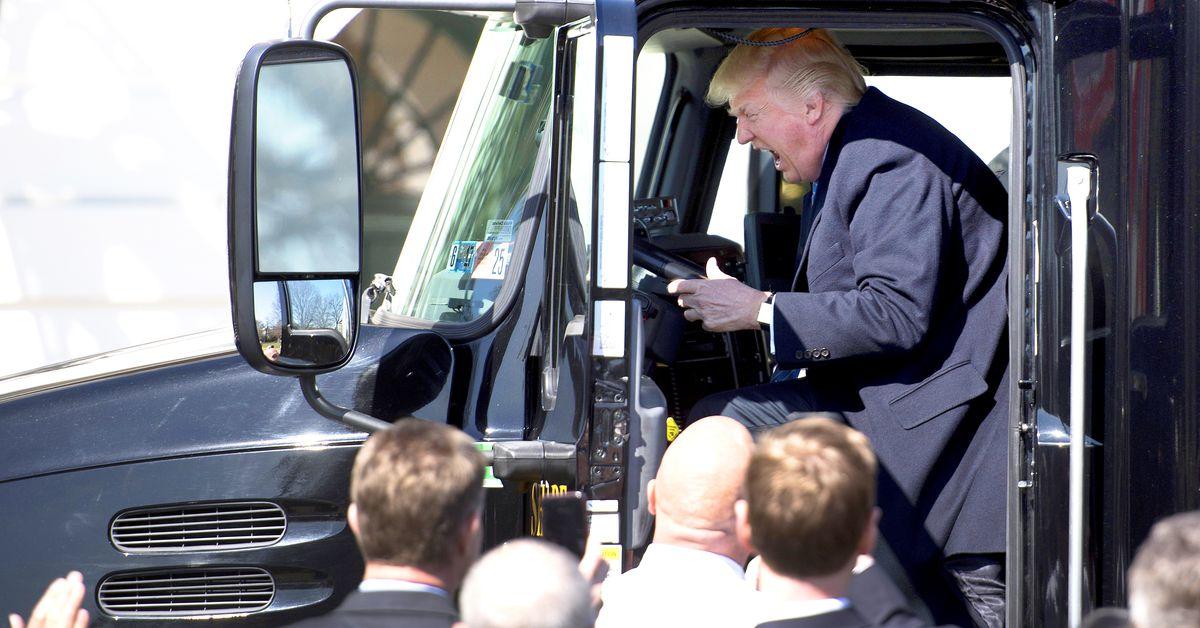 สงครามของรถยนต์ของ Donald Trump กำลังผลักดันให้สหรัฐฯเข้าสู่ภาวะถดถอย thumbnail