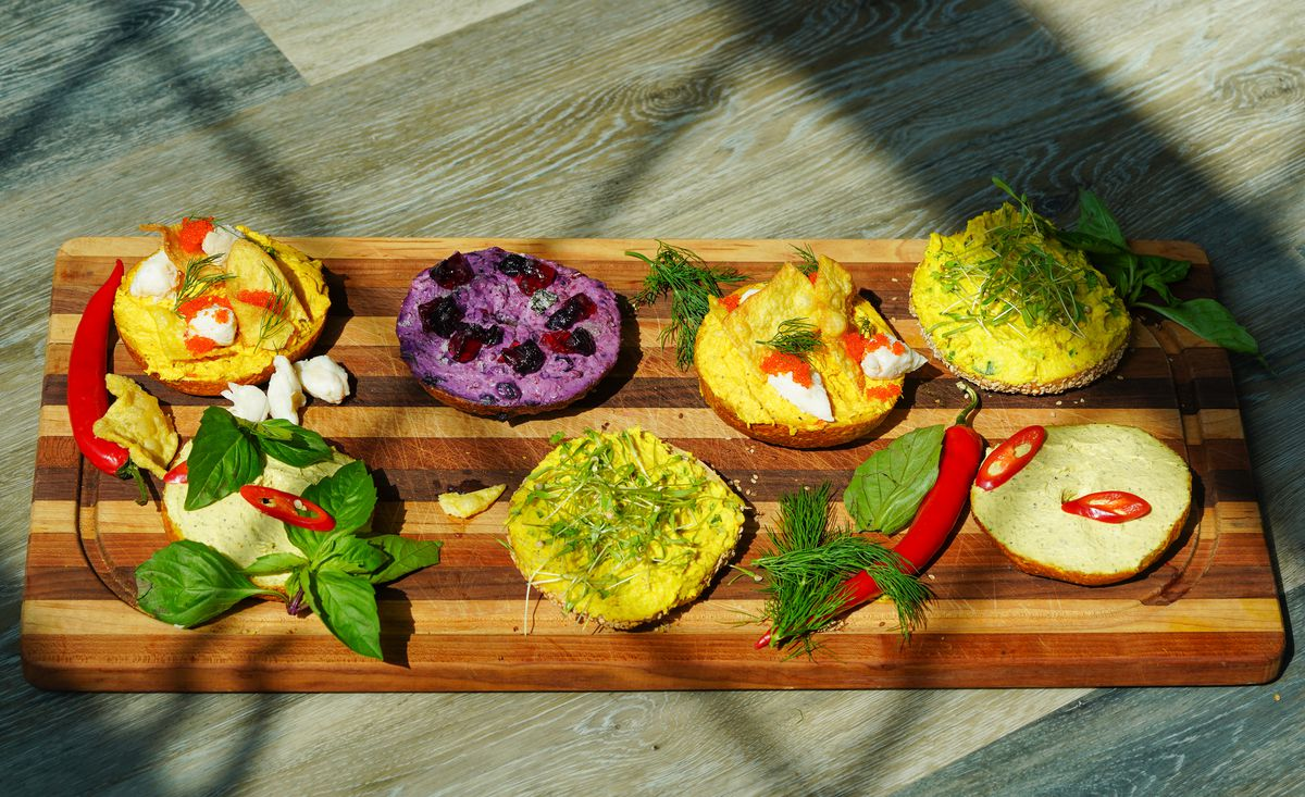 Five thai-style curry and blueberry bagels with lump crab fish roe and lemongrass schmear