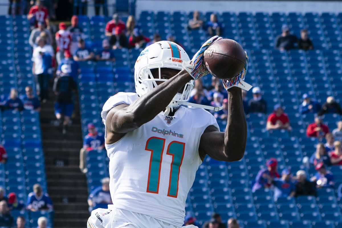Miami Dolphins Wide Receiver DaVante Parker warms up prior to the National Football League game between the Miami Dolphins and the Buffalo Bills on October 20, 2019, at New Era Field in Orchard Park, NY.