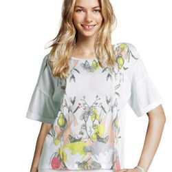 "<a href=""http://www.hm.com/us/product/98973?article=98973-A#&campaignType=K&shopOrigin=QL"">Flower top</a>, $17.95"
