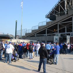 4:35 p.m. Crowd outside Gate K/J at gate opening time -