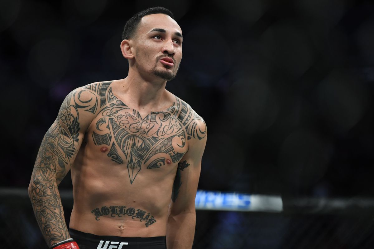 Max Holloway (red gloves) prepares for a bout against Alexander Volkanovski (not pictured) during UFC 245 at T-Mobile Arena.