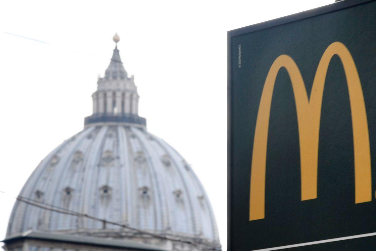ITALY-VATICAN-MCDONALD-FOOD