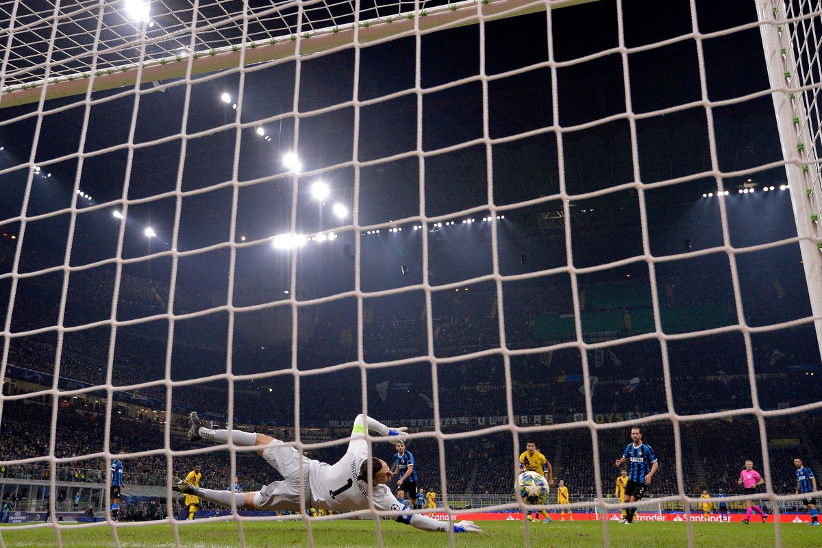 Internazionale v FC Barcelona - UEFA Champions League