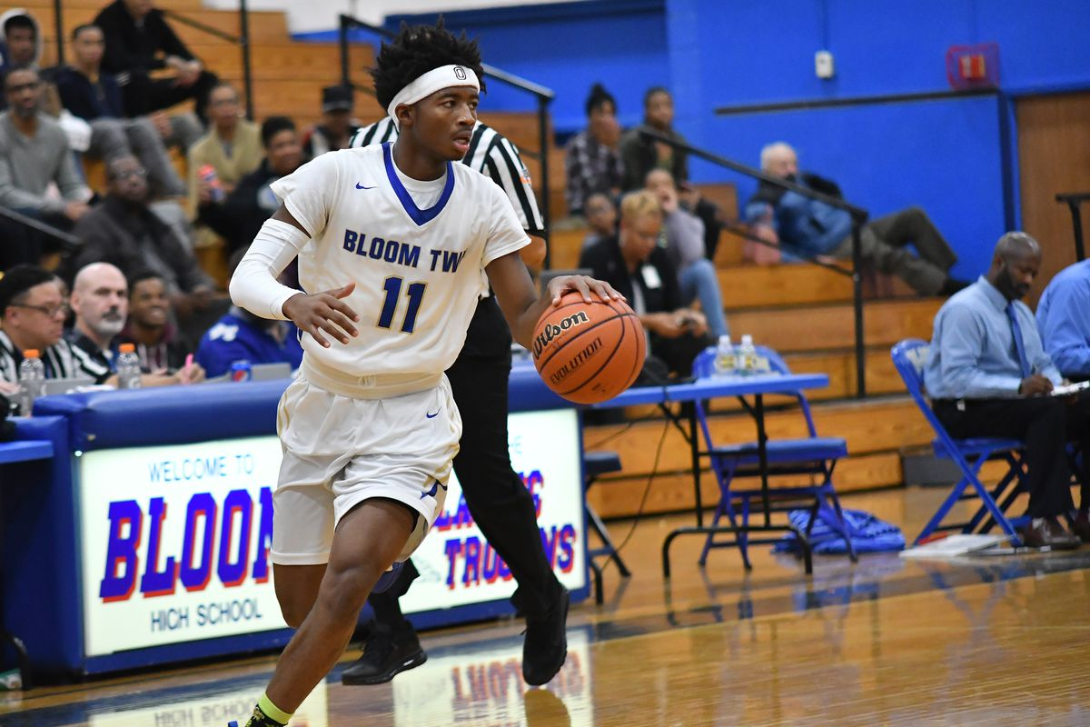 Bloom's Keshawn Williams (12) pushes the ball down court against Thornwood.